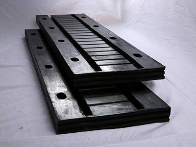 Rubber bridge expansion joints are mainly made of rubber, steel plate and angle iron.